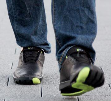 X10D Shoe